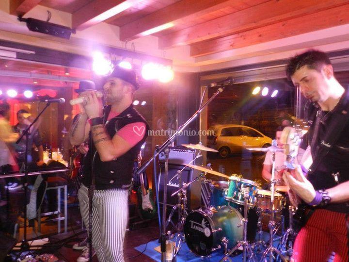 Shoulder Band live