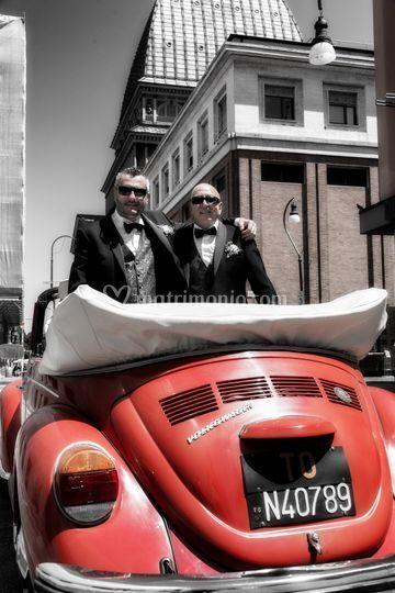 Sposi con auto
