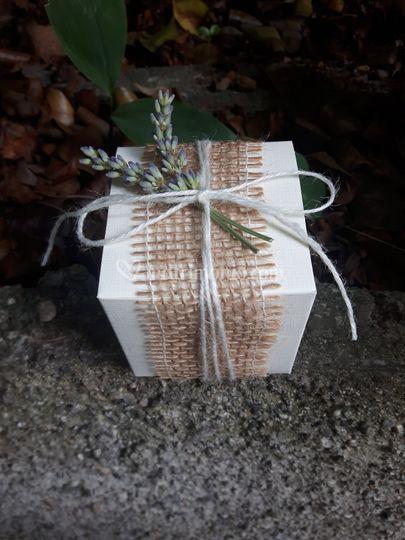 Scatolina bianca con lavanda