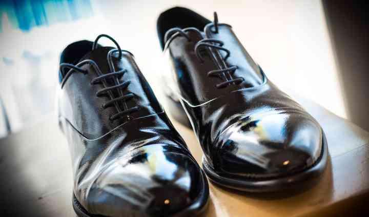 Groom' shoes
