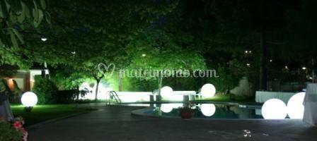 Allestimenti zona piscina con globo