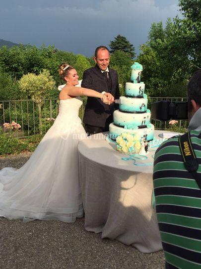 Love Sory Wedding Cake