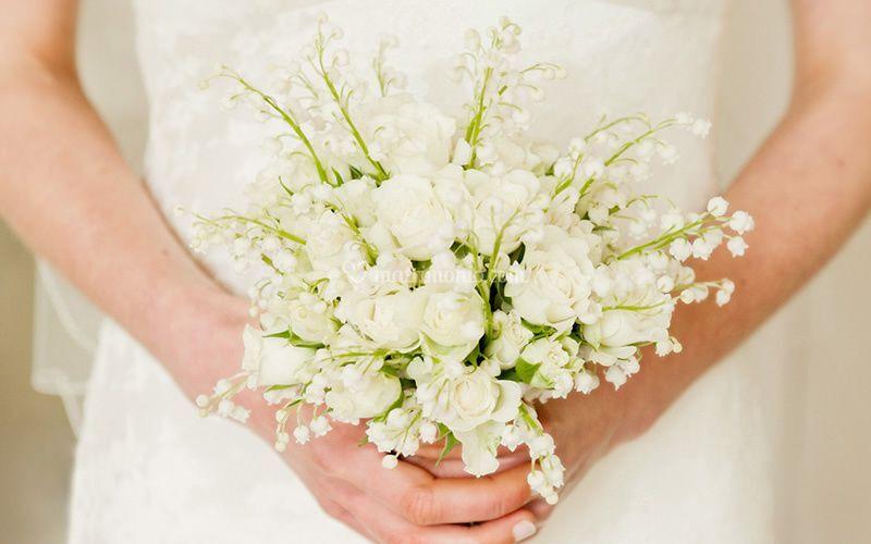 Bouquet carousel white