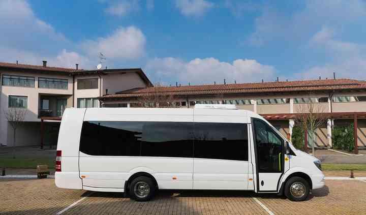 Bus 23 posti per trasferimento