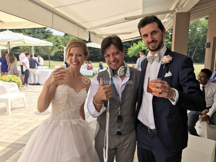 Gus con i bellissimi sposi