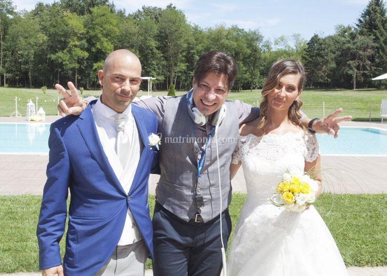 Gus con gli splendidi sposi