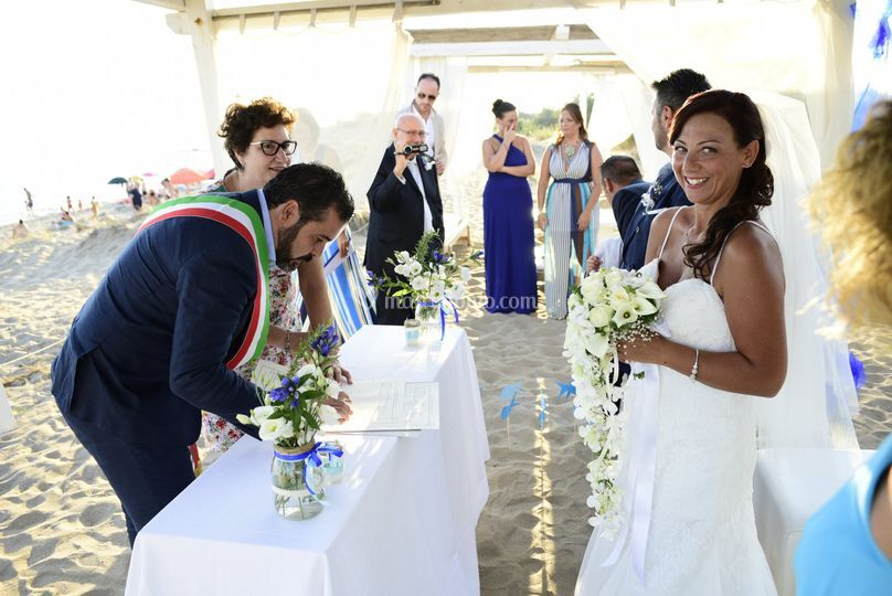 Matrimonio In Spiaggia Taranto : Niente pose