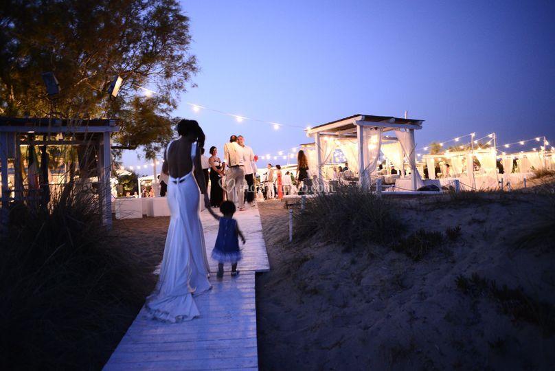 Matrimonio Spiaggia Brindisi : Niente pose