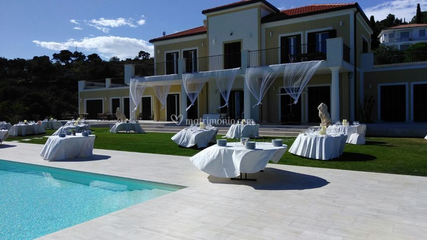Villa dendi for Matrimonio bordo piscina