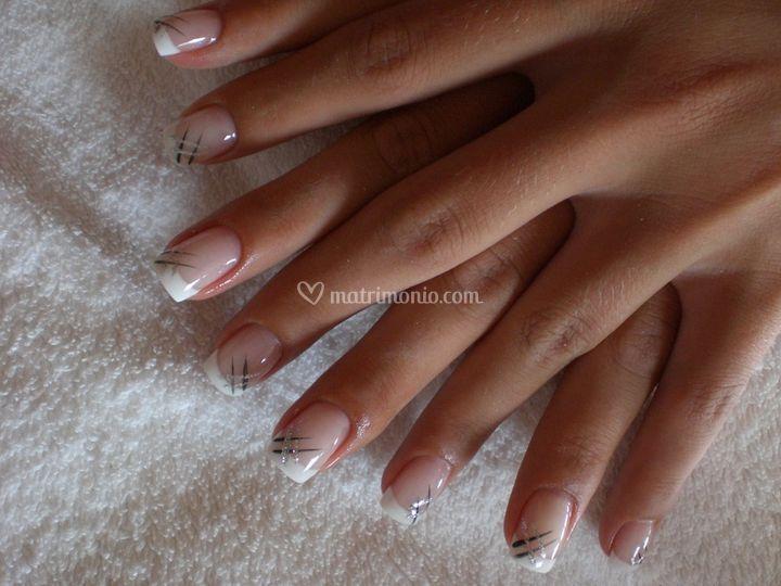Ricostruzione unghie con frech