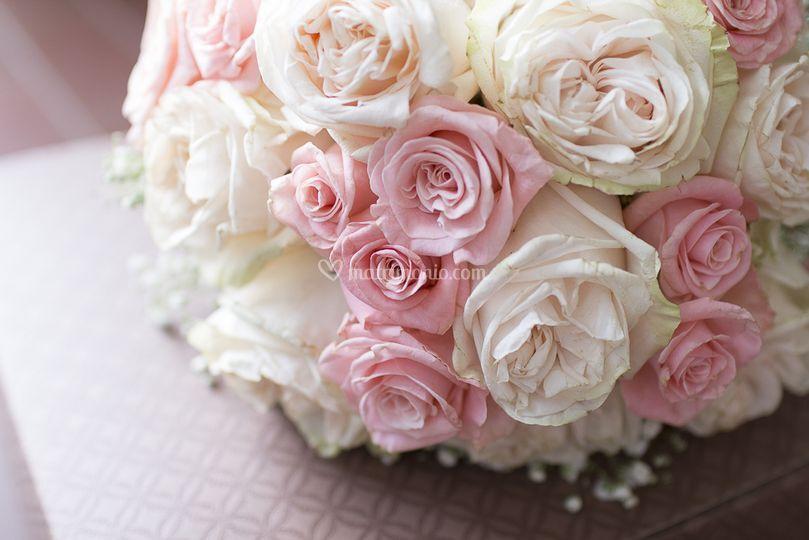 Bouquet di rose e peonie