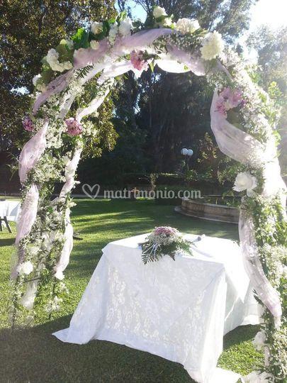 Arco in villa per sposi