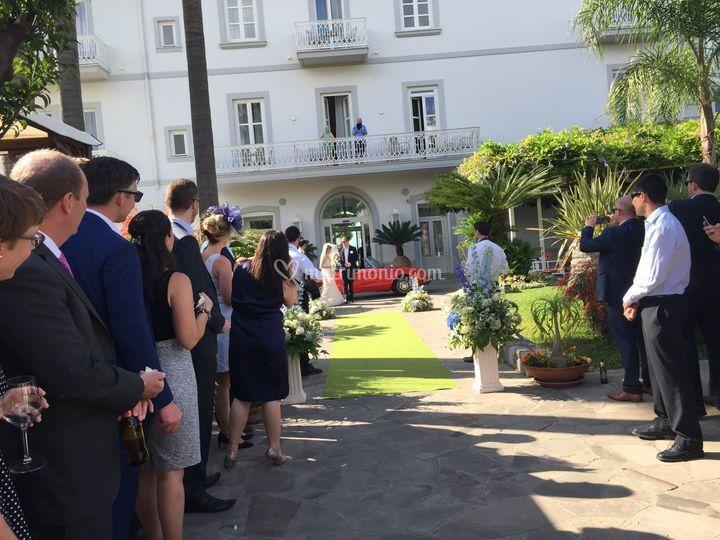 Ingresso sposi in giardino