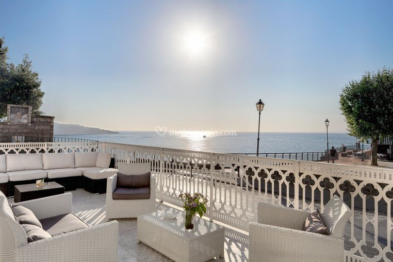 White bar terrazza