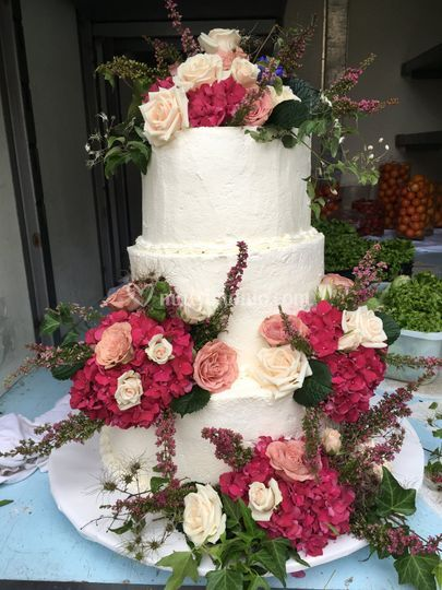 Wedding cake with ortensie!