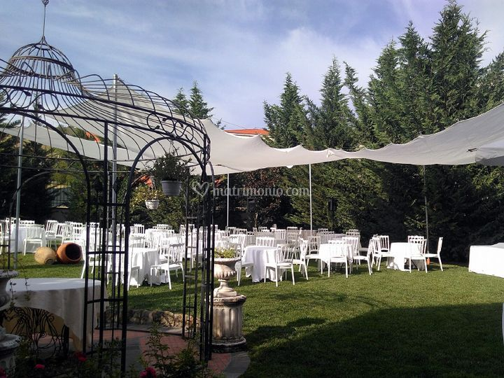 Castello di varzi - Allestimento giardino ...