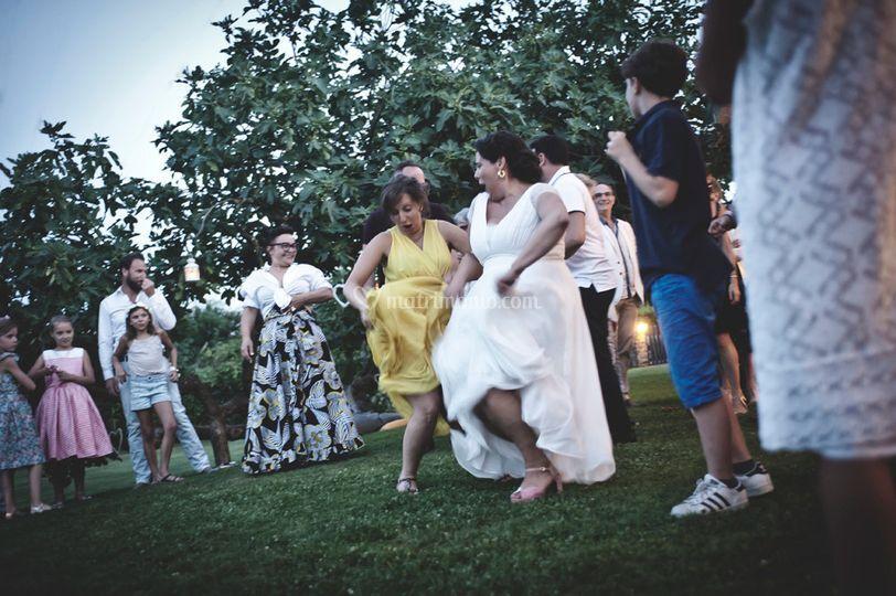 Tanzt, tanzt.