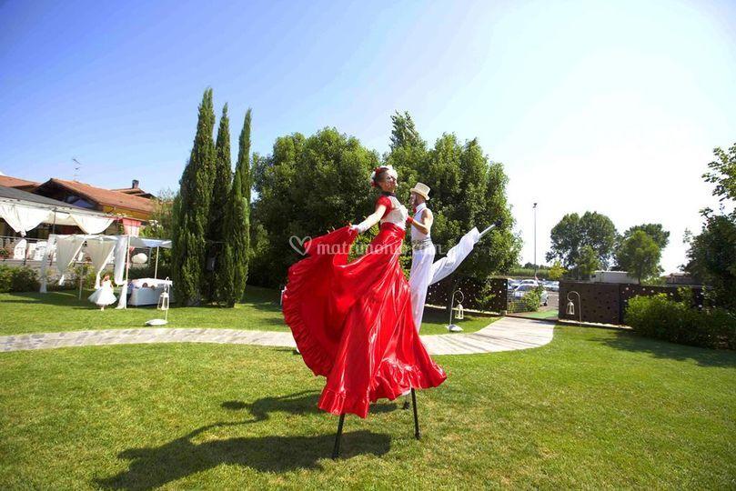 Coppia danzante b/r