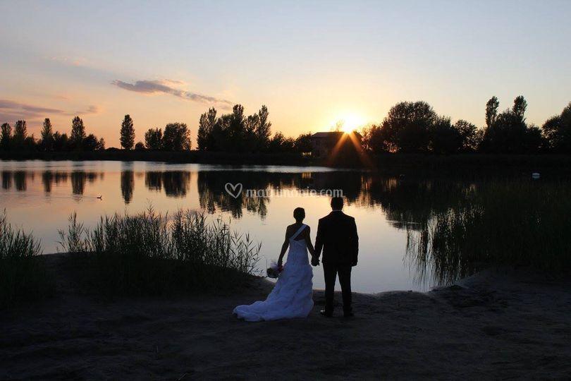 Sposi in riva al lago