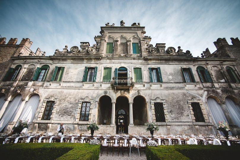 Cena fronte villa