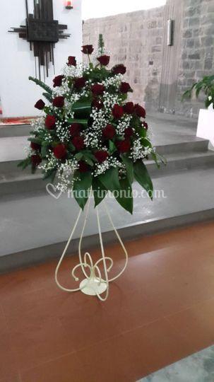 Alzata ferro con rose rosse
