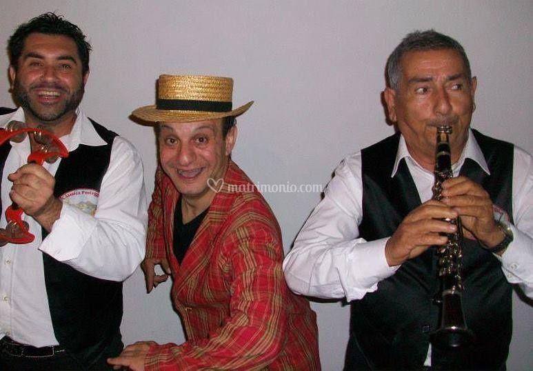 Trio cantante, comico, chitarr