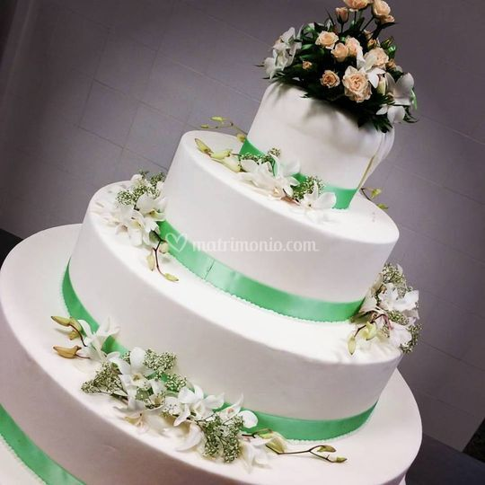 Wedding cake in verde