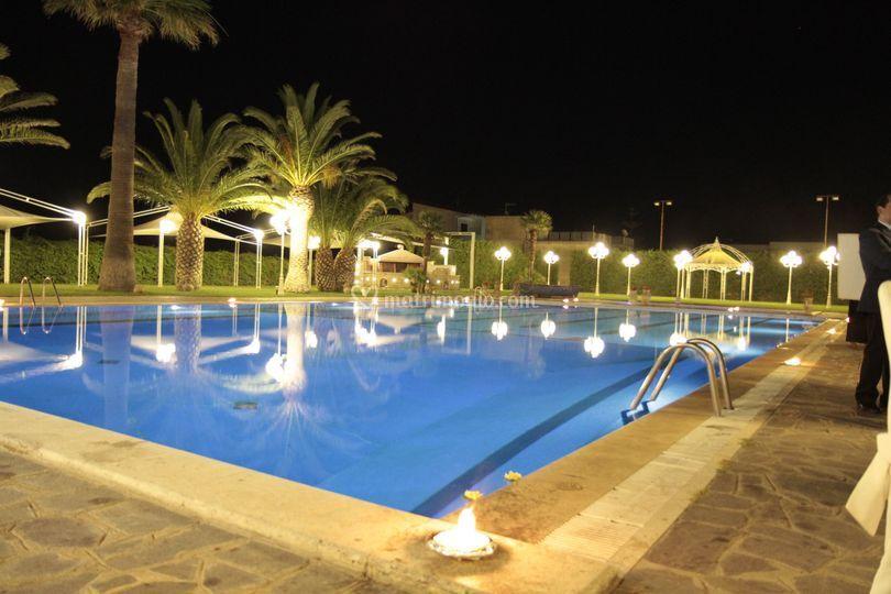Piscina di club hotel kennedy roccella foto 9 for Piscina kennedy