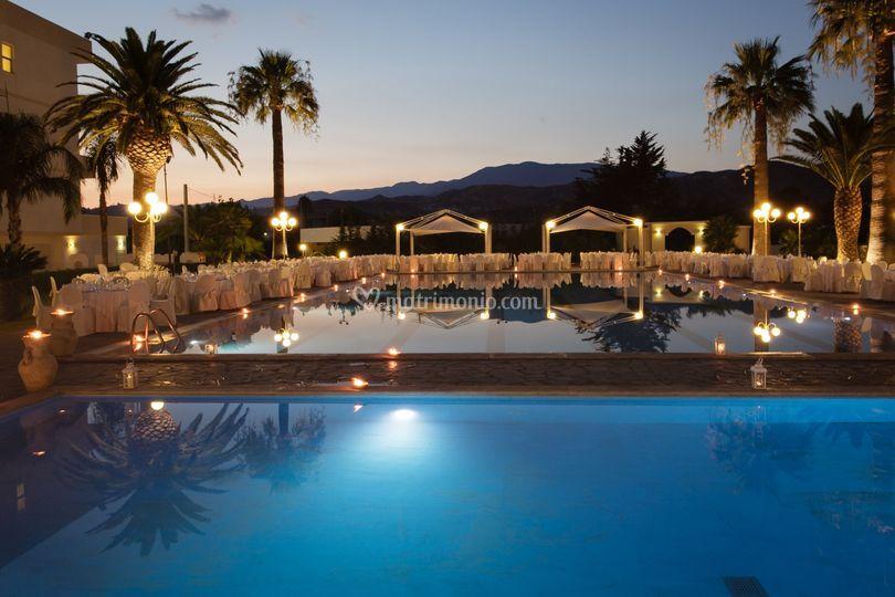 Cena a bordo piscina di club hotel kennedy roccella for Piscina kennedy
