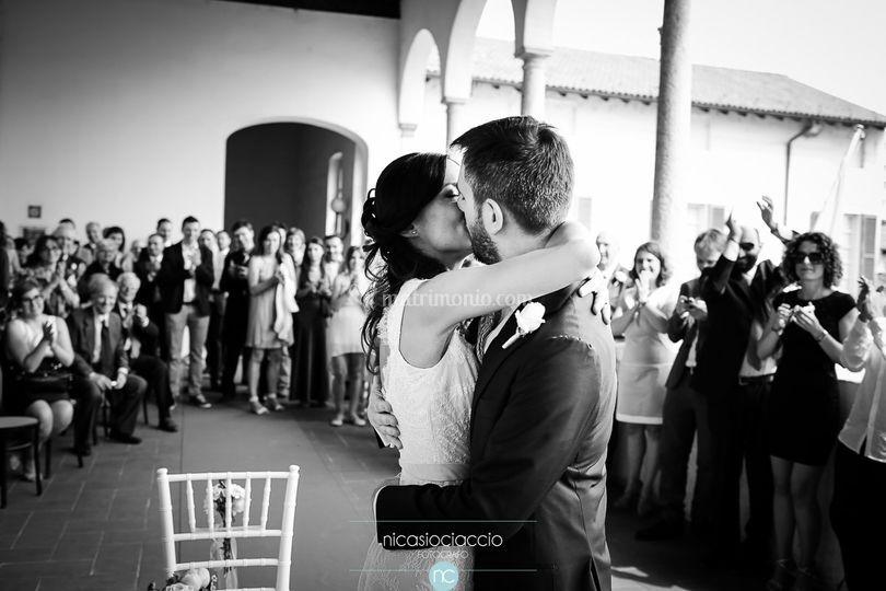 Abbraccio sposi nozze