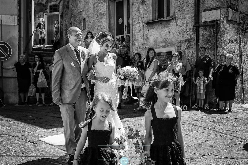 Sposa verso la chiesa