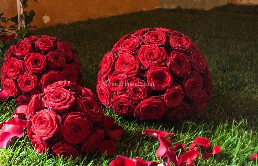 Sfere di Rose rosse