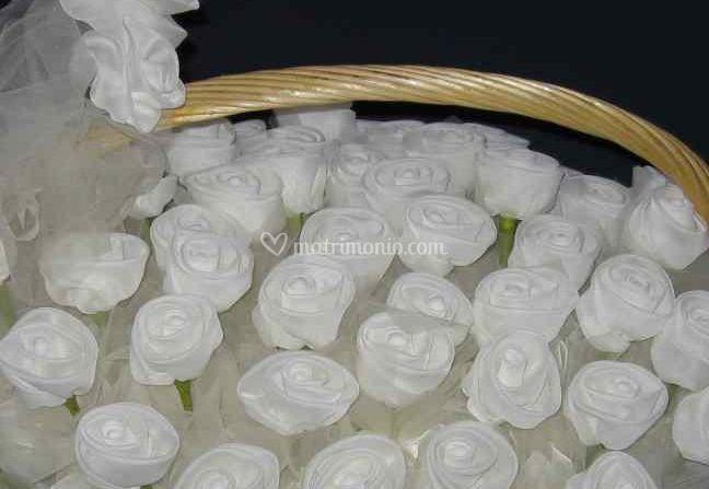 Rose bomboniere
