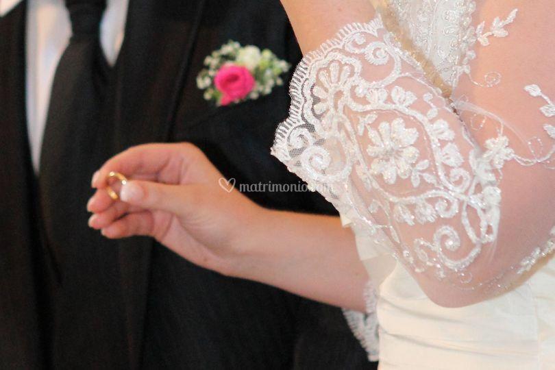 Vestito particolare e anelli