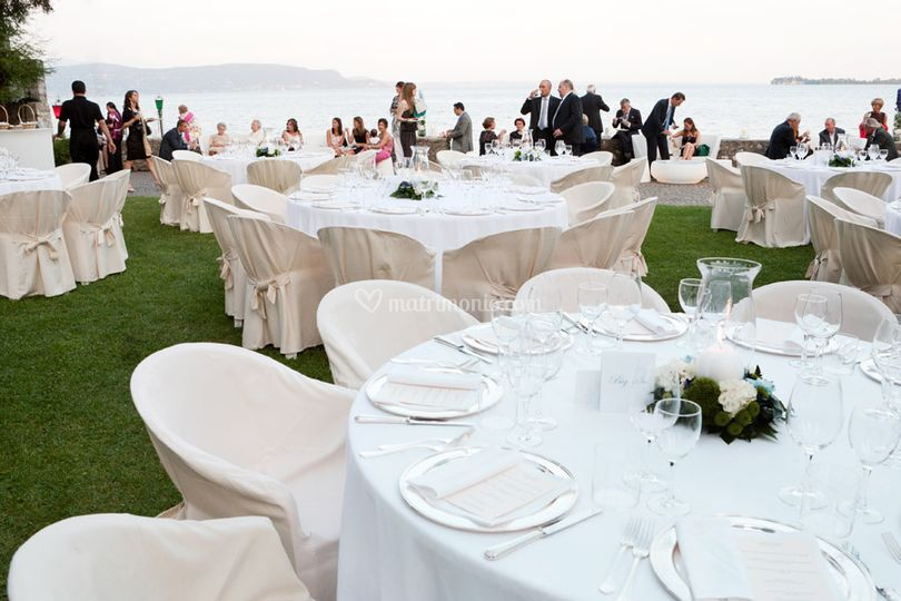 Matrimonio a bordo lago