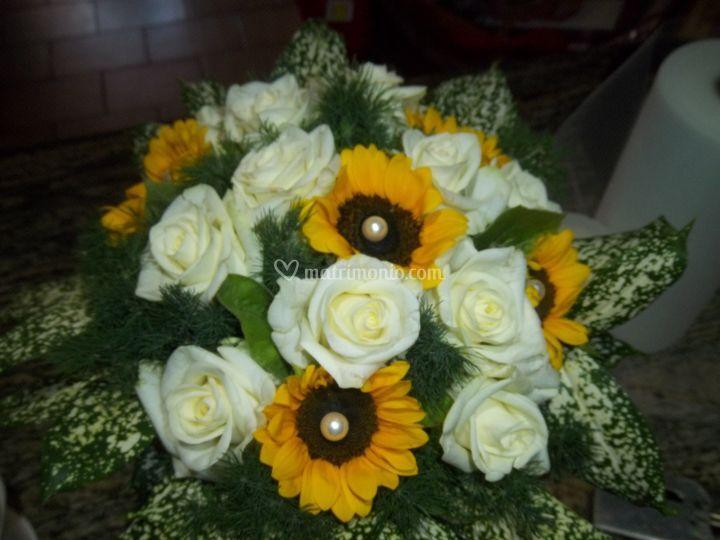 Bouquet girasoli e rose