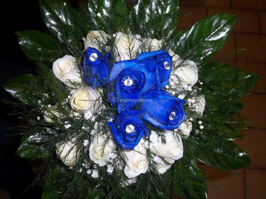 Bouquet Sposa Rose Blu.Bouquet Di Rose Blu Di L Orchidea Foto 2