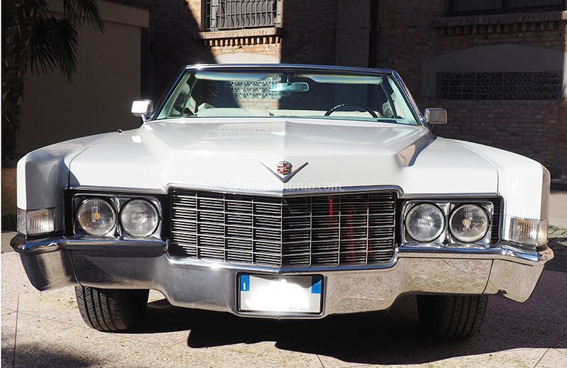 Cadillac de Ville di fronte