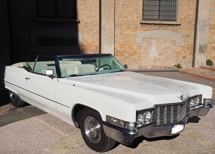 Cadillac de Ville di lato