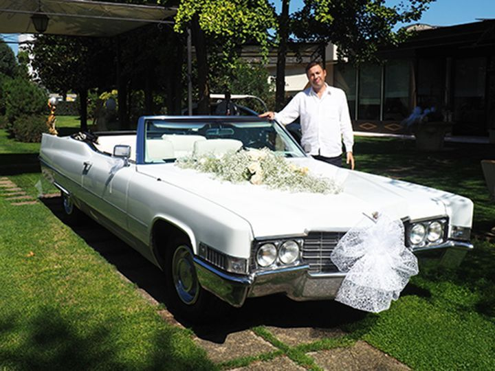 Cadillac de Ville addobbata