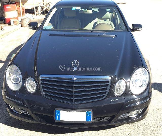 Mercedes fronte
