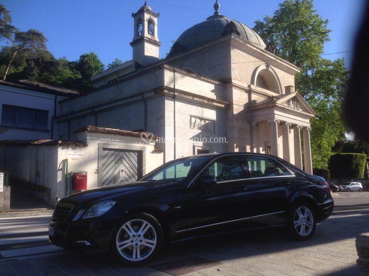 Mercedes e-class chiesa
