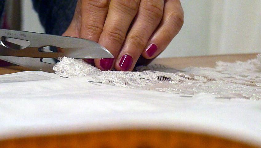 Taglio a mano del tessuto