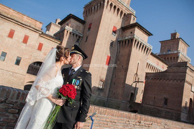 Bacio davanti al Castello