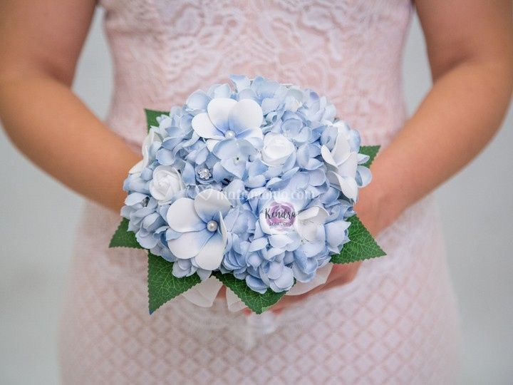 Bouquet frangipani e ortensie