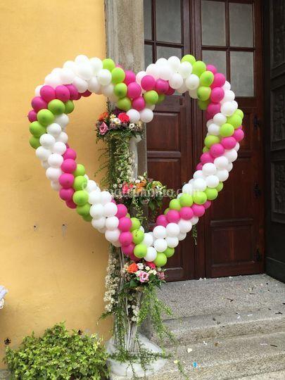 Cuore e fiori esterno chiesa