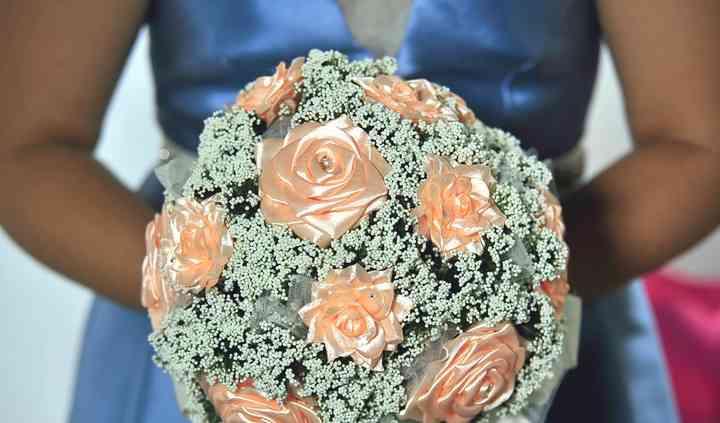 Bouquet Royal con rose in raso