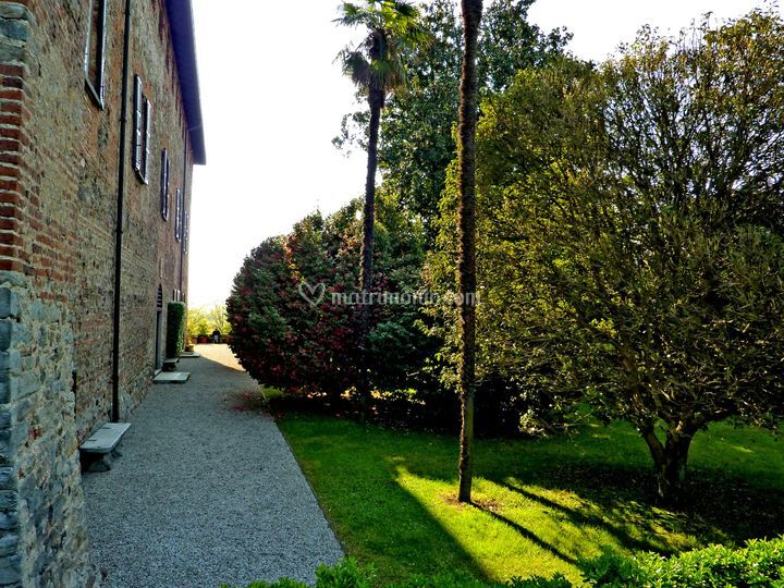 Giardino - 1° terrazzamento di Castello di Jerago | Foto 4