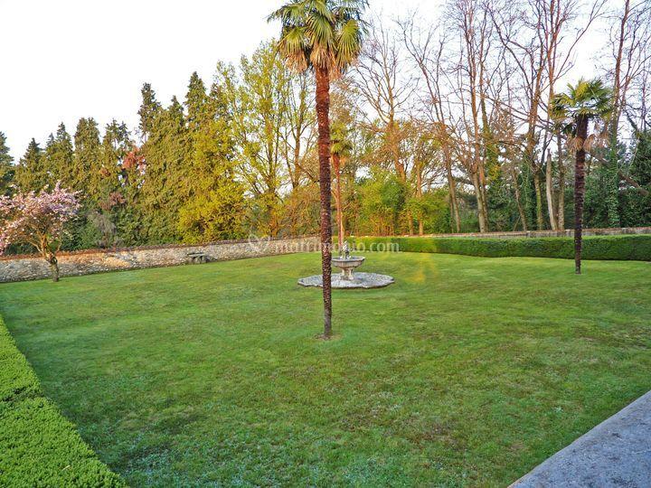 Giardino - 2° terrazzamento di Castello di Jerago | Foto 9