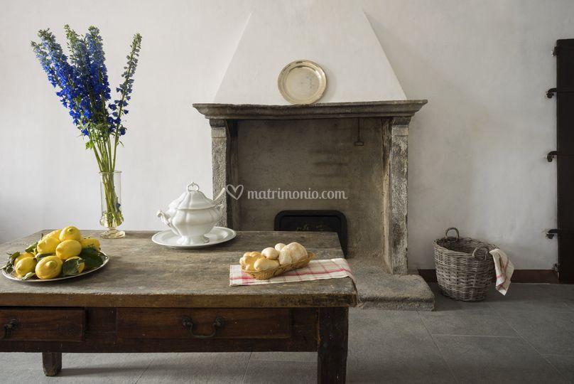 Il camino in cucina di Castello di Jerago   Foto 65